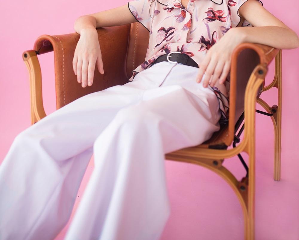女性必見!白パンツコーディネートのデメリットと3つの解消方法