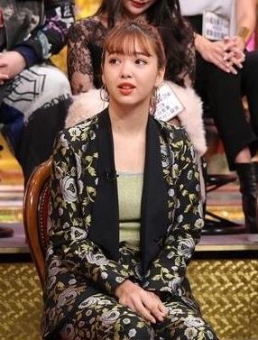 【今くら・衣装】藤田ニコルの黒い花柄ジャケットが可愛い!ブランドは?