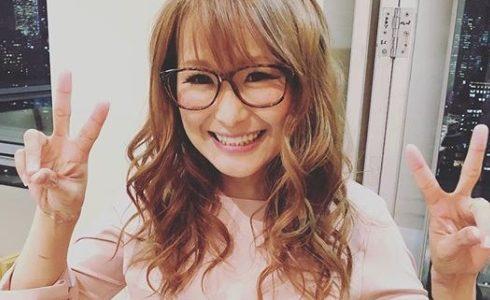 ギャル曽根がレンズなしの伊達メガネを掛けてるのはなぜ?ブランドはJINS!